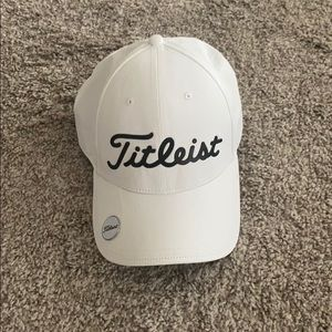 TITLEIST HAT WITH BALL MARKER